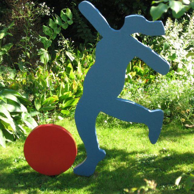 Ballspielerin - Holz,Skulptur, - Brigitte Schwarz
