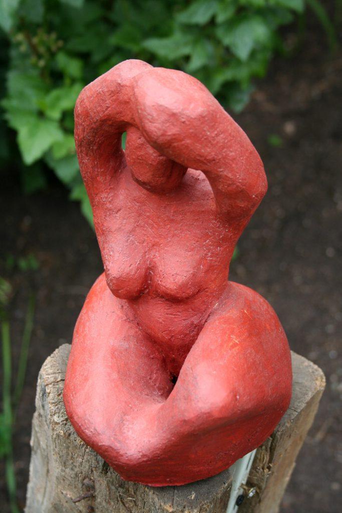 Kleine rote Frau - Skulptur - Brigitte Schwarz