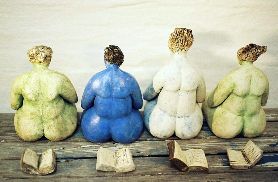 Vorleserinnen von Hinten - Skulptur - Brigitte Schwarz